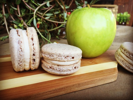 caramel apple macarons